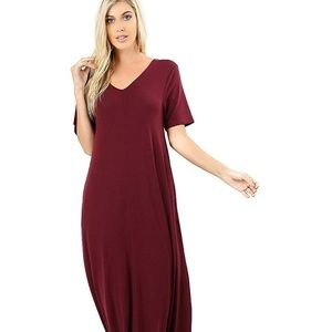 Dresses & Skirts - NWT Burgundy Maxi Dress with Pockets